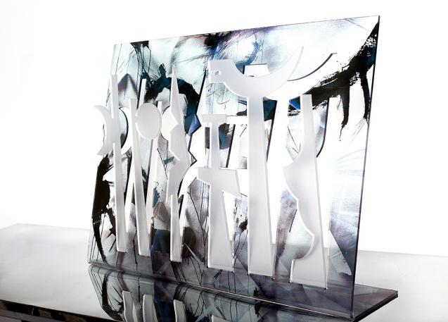 SYMBO fantasma 1. Acrílico recortado e intervenido. 80 x 61 cm. Table top. 2014. Colección privada.