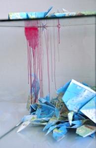 "Detalle, anteproyecto ""Mundo cetáceo"" Pecera, tinta china, papiroflexia en mapas. 2016."